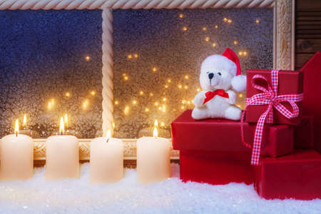 windowpanes: Candles, gifts, Teddy
