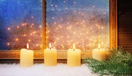 4. Advent, Fensterschmuck Standard-Bild - 34215996