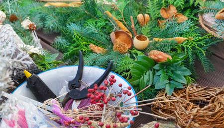 floristry: Advent floristry, garden scissors, glue gun
