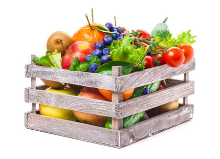 ensalada de frutas: Frutas y verduras en caja de madera