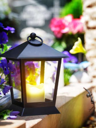 Grave lamp, grave light, lantern