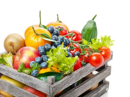 나무 상자에 과일과 야채