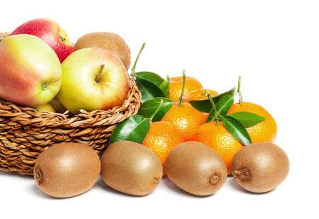 kiwis: Leaf clementines, apples and kiwis fruits