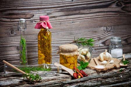 wooden insert: Marinate garlic