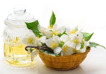 Jasmine Oil, Jasmine flowers and vanilla beans