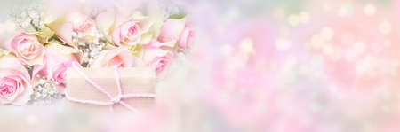 Pink roses and gift in front of pastel Imagens