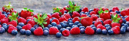 Berries background banner with strawberries, raspberries, blueberries Standard-Bild