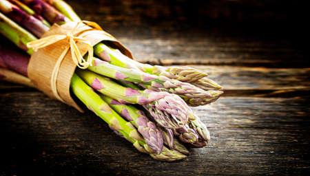 Green asparagus on wood Standard-Bild