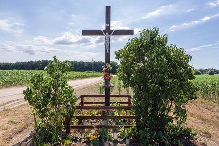 Roadside shrine with wooden cross near Poznan city in Poland Archivio Fotografico