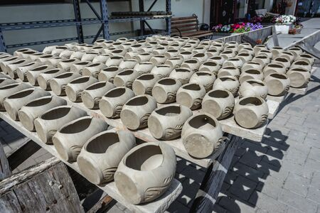 Drying ceramics in the Romanian village of Marginea, famous for the traditional handmade production of black pottery Foto de archivo