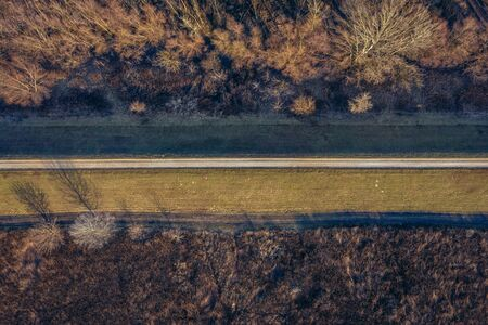 Drone view of footpath on the flood bank of Vistula river in Warsaw, capital city of Poland Stockfoto