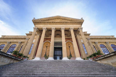 Opera house Teatro Massimo, located on Giuseppe Verdi Square in Palermo, Sicily island, Italy Éditoriale
