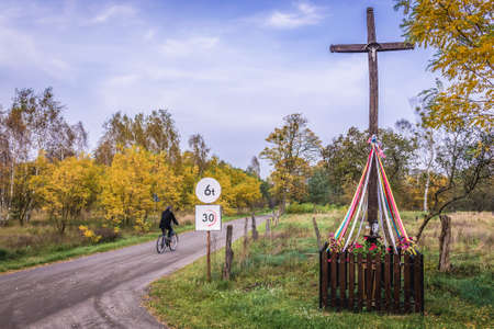 Kampinos Forest, Poland - October 17, 2017: Roman Catholic roadside chapel on the edge of Kampinos Forest in Mazowieckie region Editoriali