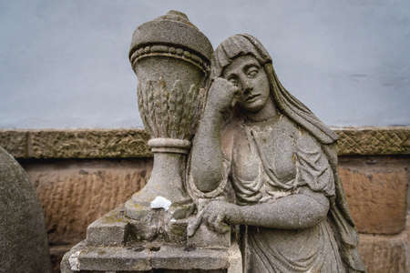 Statue on a grave on the cemetery in Broumov town in Czech Republic 免版税图像