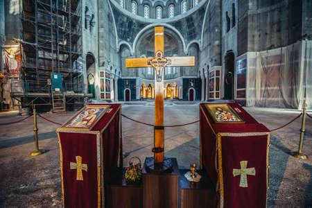 Belgrade, Serbia - August 29, 2015. Wooden cross in front of main altar of Saint Sava Church in Belgrade city 新闻类图片