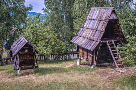 Sirogojno, Serbia - August 12, 2017: Wooden barn and corn crib in open air museum in Sirogojno village in Zlatibor area 新闻类图片