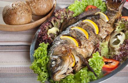 pez carpa: sirvi� carpa frito