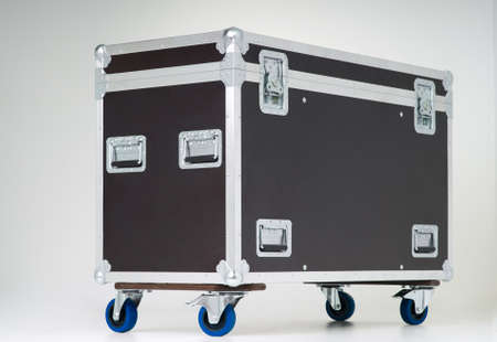 toughness: Metallic rivets of a road case (for transporting music and lightning equipment)