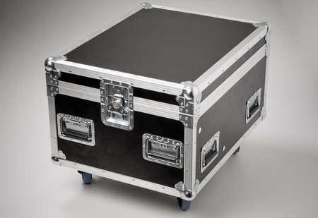 case:  Remaches met�licos de un caso de carretera (para el transporte de m�sica y equipo de iluminaci�n).