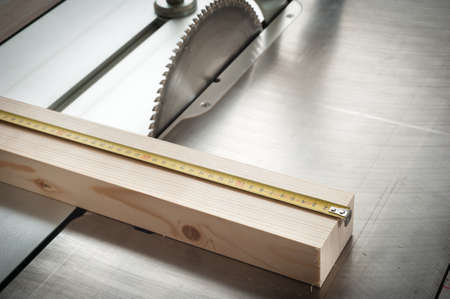 wood shavings: measuring length Stock Photo