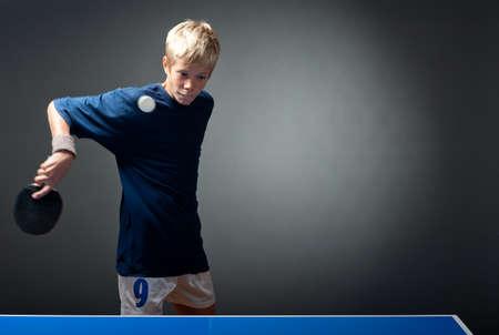 tennis de table: Jeune sportif tennis de table