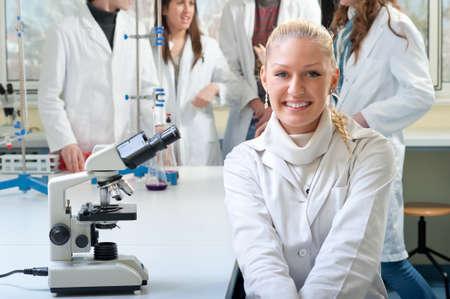 estudiantes medicina: Retrato de la sonrisa a los j?venes estudiantes de medicina