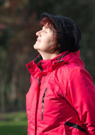 visage femme profil: les femmes en milieu calme âgés Banque d'images