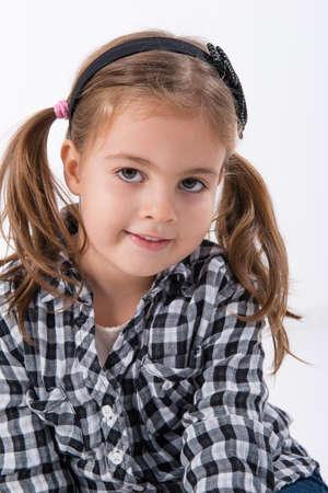 chemise carreaux: petite fille dans une chemise � carreaux