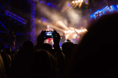 recording concert by mobile phone