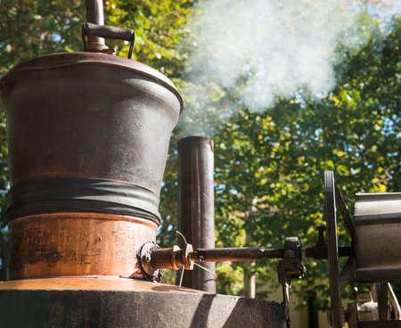 destilacion: Destilería de whisky Old washback cobre Foto de archivo