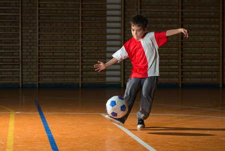 pelota de futbol: Little Boy tiro a gol