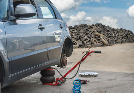 repaired: Car without tire need to be repaired