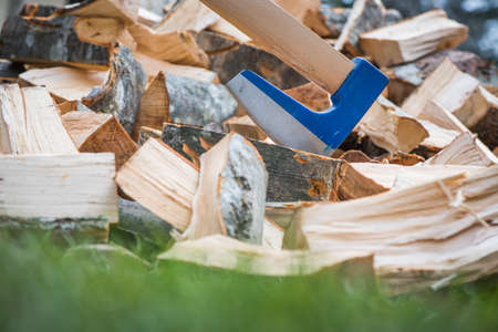 splitting: Axe for splitting wood