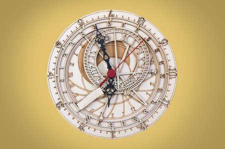 antique clock: reloj antiguo de madera de cerca