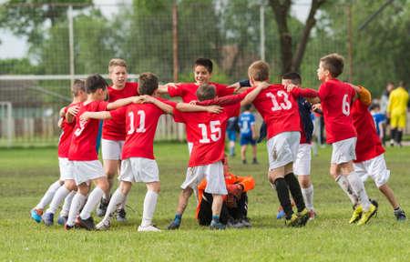 child sport: kids soccer team in huddle