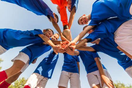 QUipe de football des enfants dans les caucus Banque d'images - 64216977
