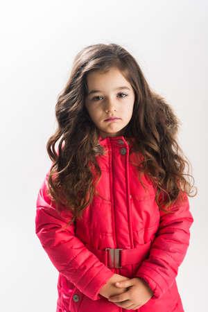 petite fille triste: Portrait de petite fille triste