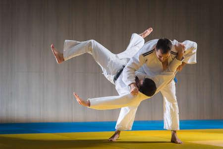 autoridad: entrenamiento deportivo de judo en el pabellón de deportes