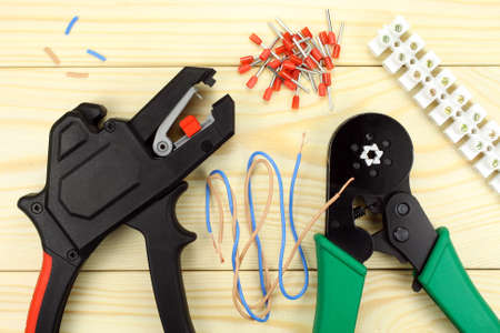 crimping: Crimping tool for wires