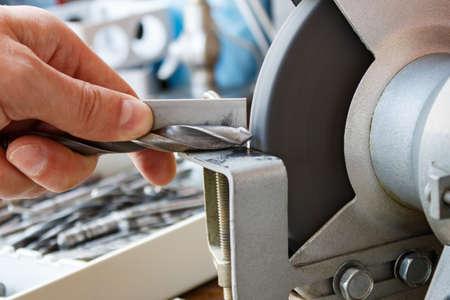 Sharpening drill bits on a grinding machine