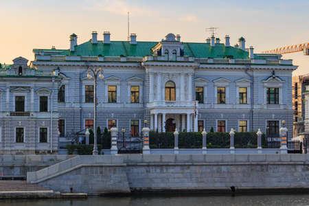 Moskau, Russland - 02. September 2018: Residenz des Botschafters von Großbritannien in Moskau am sonnigen Herbstmorgen