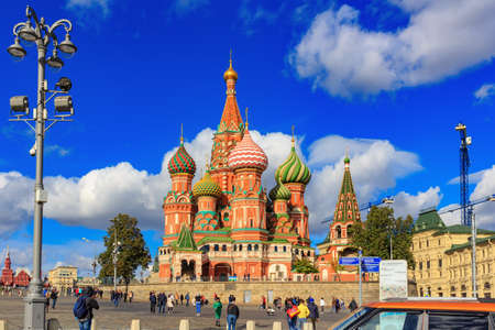 Moscow, Russia - September 30, 2018: Architecture of St. Basil Cathedral in Moscow against blue sky with clouds in sunny day 写真素材 - 120755496
