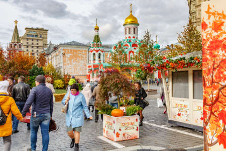 Moscow, Russia - October 05, 2019: People walking against decorations of the traditional festival Golden Autumn on Red Square in Moscow downtown Éditoriale