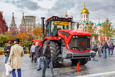 Moscow, Russia - October 05, 2019: Contemporary wheeled tractor on the traditional festival Golden Autumn on Red Square in Moscow Éditoriale