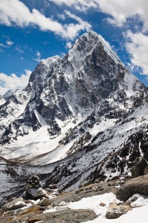 山地景觀Cholatse和Tabuche山頂徒步到珠峰大本營尼泊爾喜馬拉雅山