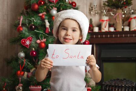 小女孩寫給聖誕老人的信不久的聖誕樹