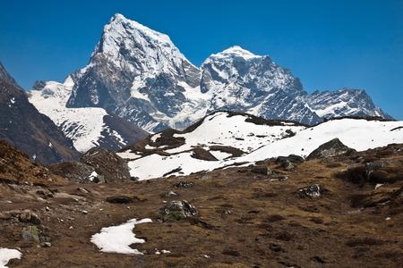 美麗的山地景觀在一個陽光明媚的日子喜馬拉雅山尼泊爾