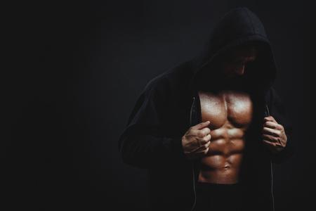 Man met gespierde torso Stockfoto