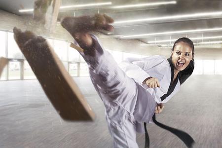 Applying focus and power (Martial arts) Standard-Bild