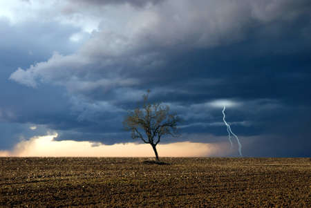 nice weather: storm and lightning at hte horizon